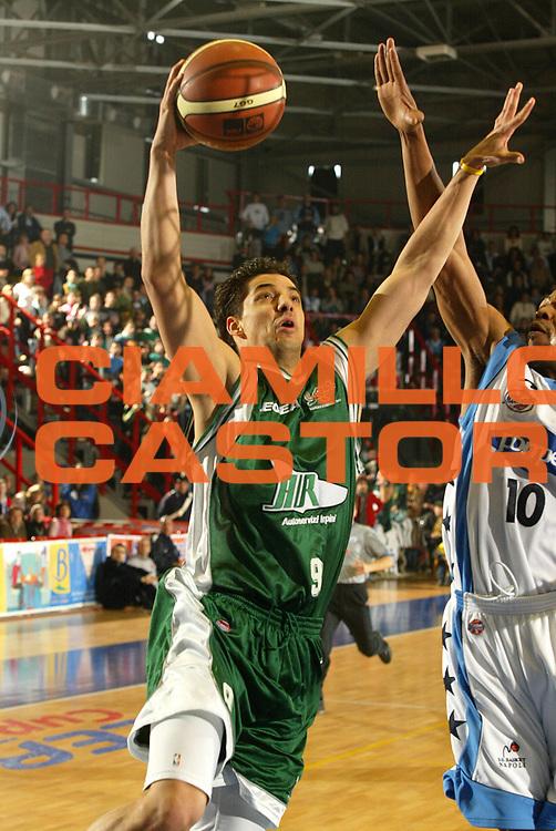 DESCRIZIONE : NAPOLI CAMPIONATO LEGA A1 2004-2005<br /> GIOCATORE : PRATO<br /> SQUADRA : AIR AVELLINO<br /> EVENTO : CAMPIONATO LEGA A1 2004-2005<br /> GARA : POMPEA NAPOLI-AIR AVELLINO<br /> DATA : 02/01/2005<br /> CATEGORIA : Tiro<br /> SPORT : Pallacanestro<br /> AUTORE : AGENZIA CIAMILLO &amp; CASTORIA