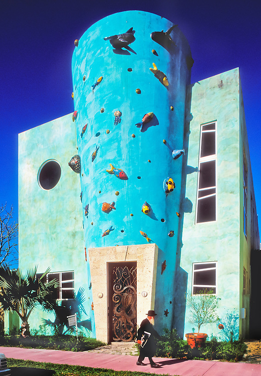 An orthodox Jew strolls by a very unorthodox, postmodern, townhouse designed by Tod Tragash of STA Architectural Group. <br />