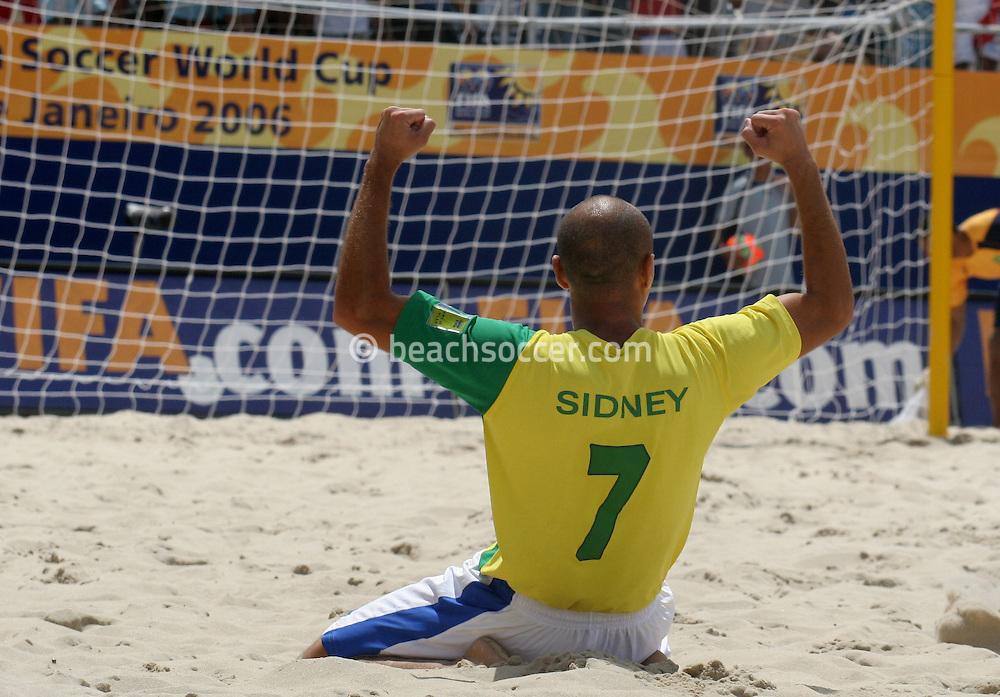 Footbal-FIFA Beach Soccer World Cup 2006 -  Semi Final- BRA xPOR -Sidney celebrates the goal-Rio de Janeiro- Brazil - 11/11/2006.<br />Mandatory Credit: FIFA/Ricardo Ayres