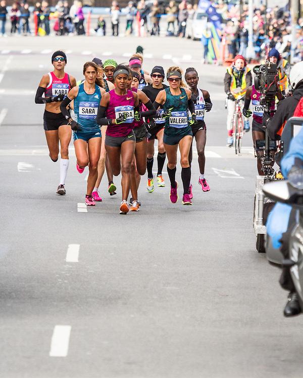 NYC Marathon, Deba leads pack, mile 8