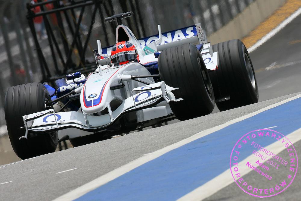 21.10.2006 Sao Paulo, Brazil, ..Robert Kubica (POL), BMW Sauber F1 Team, F1.06 - Formula 1 World Championship, Rd 18, Brazilian Grand Prix, Saturday Practice ..FOT. XPB.CC / WROFOTO..*** POLAND ONLY !!! ***