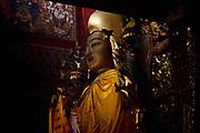 Dans la grande salle d'assemblÈe la statue de Tsongkhapa (1357-1419), le fondateur de l'ordre Gelukpa (Bonnets Jaunes), principal ordre du bouddhisme tibÈtain.