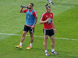 DINARD, FRANCE - Thursday, June 9, 2016: Wales' Ashley 'Jazz' Richards and Gareth Bale during a training session at their base in Dinard during the UEFA Euro 2016 Championship. (Pic by David Rawcliffe/Propaganda)