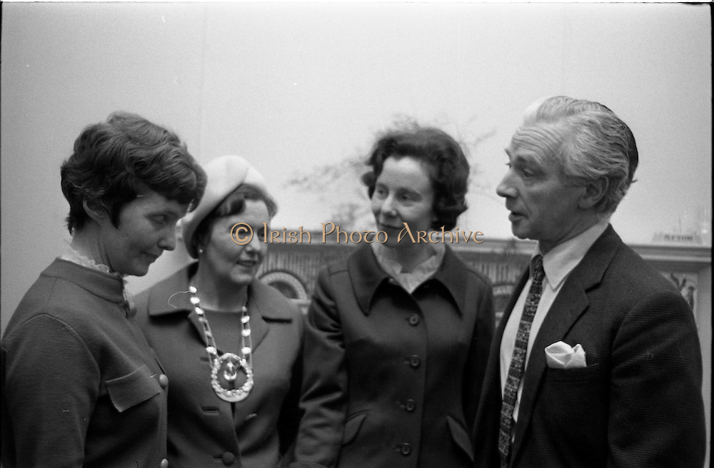 07/01/1969.01/07/1969.07 January 1969.Contemporary Hangings Exhibition at the Municiapal Art Gallery, Dublin.