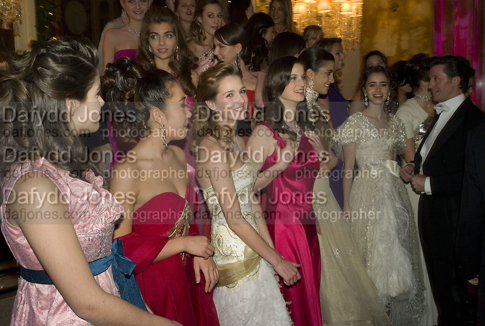 THE DEBUTANTES, Crillon Debutante Ball 2007,  Crillon Hotel Paris. 24 November 2007. -DO NOT ARCHIVE-© Copyright Photograph by Dafydd Jones. 248 Clapham Rd. London SW9 0PZ. Tel 0207 820 0771. www.dafjones.com.
