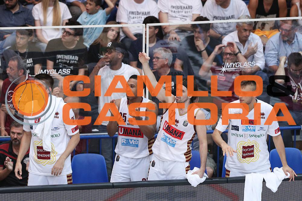 Esultanza panchina Venezia, Dolomiti Energia Trentino vs Umana Reyer Venezia LBA Serie A Playoff Finale gara 3 stagione 2016/2017 Pala Trento, Trento 14 giugno 2017