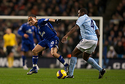 MANCHESTER, ENGLAND - Monday, February 25, 2008: Everton's Steven Pienaar in action against Manchester City's Nedum Onuoha during the Premiership match at the City of Manchester Stadium. (Photo by David Rawcliffe/Propaganda)