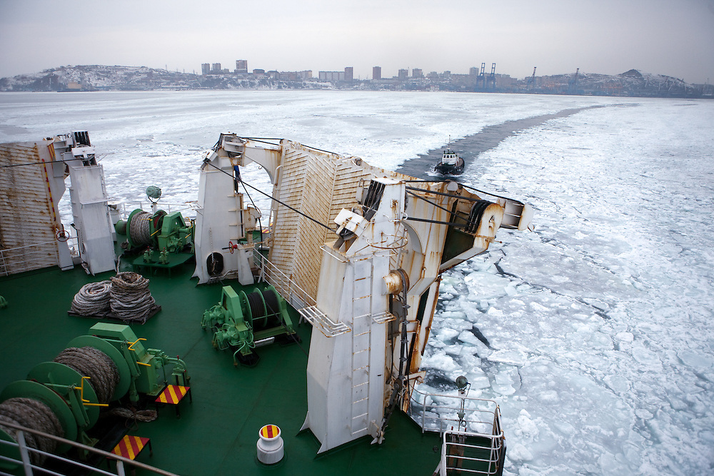 """Ice is covering the exit of Vladivostok port and the cruiser """"Eastern Star"""" is guided by navigators into direction South Korea. Vladivostok, Wladiwostok, Primorsky Krai, Russian Federation, Russia, RUS, 27.01.2010"""
