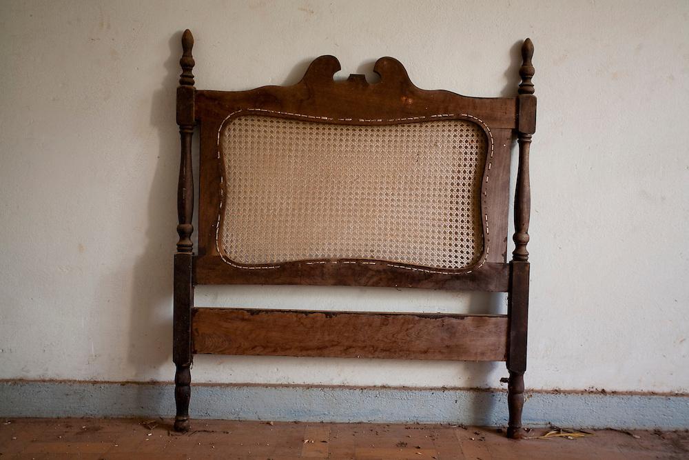 Tres Coracoes_MG, Brasil...Movel de uma construcao abandonada em Tres Coracoes...A furniture of a desert construction in Tres Coracoes...Foto: LEO DRUMOND / NITRO.....