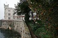 Il castello di Miramare situato sul promontorio di Grignano, Golfo di Trieste. The Miramare Castle located on a promontory of Grignano, Gulf of Trieste.
