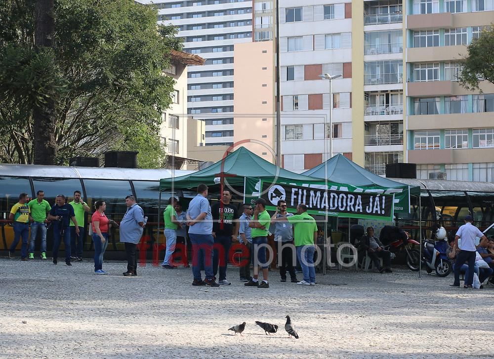 Motoristas e cobradores param por uma hora o transporte publico em Curitba, na praça Rui Barbosa nesta tarde (06/09), das 15 as 16 hrs, em protesto a falta de segurança. O protesto segue ate o dia 21 de Setembro em horarios alternados. Foto:Gisele Pimenta/FramePhoto