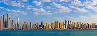 Emirats Arabes Unis, Dubai, Marina Dubai et la tour Cayan // United Arab Emirates, Dubai, Marina Dubai, Cayan tower