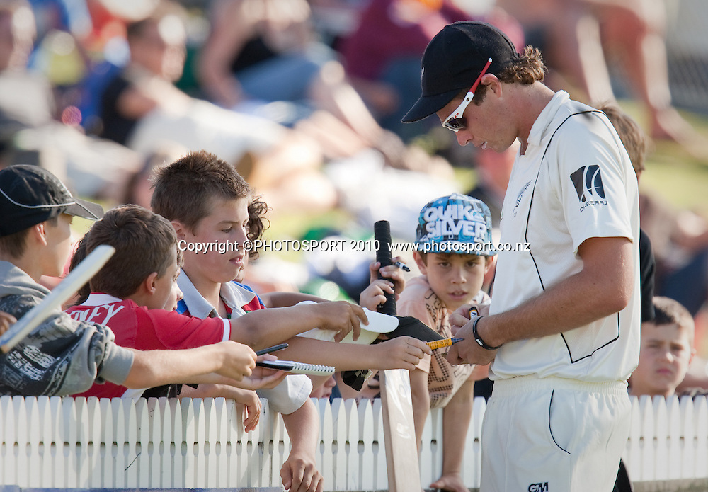 Tim Southee signs autographs at the boundary during day one of the 2nd cricket test match between NZ Black Caps and Australia, at Seddon Park, Hamilton, 27 March 2010. Photo: Stephen Barker/PHOTOSPORT