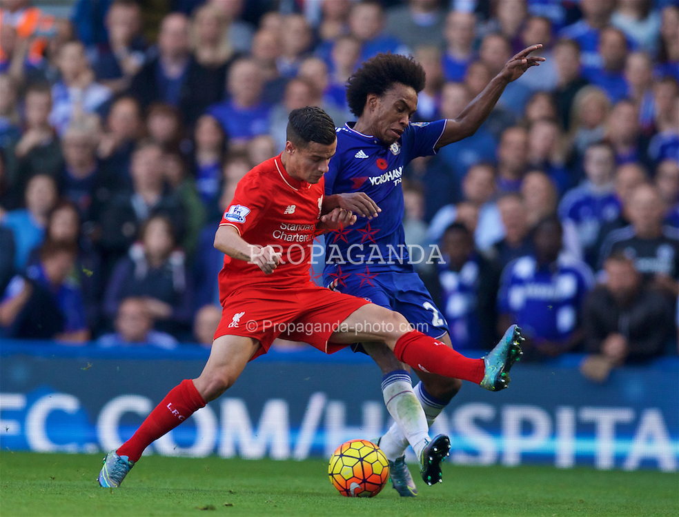 LONDON, ENGLAND - Saturday, October 31, 2015: Liverpool's Philippe Coutinho Correia in action against Chelsea's Willian Borges da Silva during the Premier League match at Stamford Bridge. (Pic by David Rawcliffe/Propaganda)