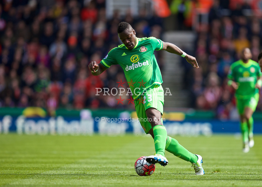 STOKE-ON-TRENT, ENGLAND - Saturday, April 30, 2016: Sunderland's Lamine Koné in action against Stoke City during the FA Premier League match at the Britannia Stadium. (Pic by David Rawcliffe/Propaganda)