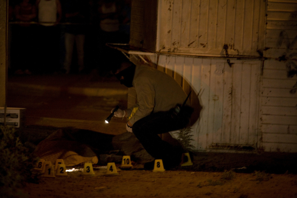 Authorities respond to the scene of a murder in the Las Torres colonia in Ciudad Juarez, Chihuahua on May 15, 2010.