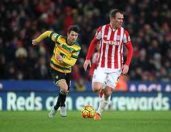 Jonathan Howson of Norwich City gets away from Glenn Whelan of Stoke City - Mandatory byline: Robbie Stephenson/JMP - 13/01/2016 - FOOTBALL - Britannia Stadium - Stoke, England - Stoke City v Norwich City - Barclays Premier League