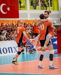 25-09-2016 NED: EK Kwalificatie Nederland - Turkije, Koog aan de Zaan<br /> Nederland plaatst zich voor het EK in Polen door Turkije met 3-1 te verslaan / Jeroen Rauwerdink #10, Dirk Sparidans #5