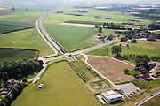 Nederland, Gelderland, Angeren, 28-06-2006; Betuweroute in Westelijke richting, toerit tunnel onder het Pannerdensch kanaal, bedieningsgebouw tunnel onder aan de Rijndijk: oorspronkelijk was hier een brug voorzien, maar om de woongemeenschap Boerenhoek (midden links) geluidsoverlast te besparen en de verder op gelegen natuurgbieden te ontzien, is er een tunnel geboord; boortunnel Betuwelijn, democratie, inspraak, rivierdijk, landschap, milieu, transport, verkeer en vervoer, planologie; zie ook andere (lucht)foto's van deze lokatie; deel van de serie Panorama Nederland luchtfoto (toeslag aerial photo (additional fee required .foto Siebe Swart / photo Siebe Swart