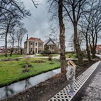 Nederland, Penningsveer, 25 maart 2016.<br /> Haarlemmerliede is een dorp en voormalige gemeente in de gemeente Haarlemmerliede en Spaarnwoude, ten oosten van Haarlem, in de Nederlandse provincie Noord-Holland.<br /> Op de foto: Het dorpsplein met kerk.<br /> <br /> Penningsveer is a township in the town of Haarlemmerliede and Spaarnwoude, in the Dutch province of North Holland. It is located northwest of the Veerplas<br /> On the photo: The village square with church.<br /> <br /> Foto: Jean-Pierre Jans