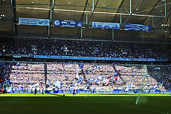 22.08.2015, Veltins Arena, Gelsenkirchen, GER, 1. FBL, Schalke 04 vs SV Darmstadt 98, 2. Runde, im Bild Fans vom FC Schalke 04 im Sonnenlicht // during the German Bundesliga 2nd round match between Schalke 04 and SV Darmstadt 98 at the Veltins Arena in Gelsenkirchen, Germany on 2015/08/22. EXPA Pictures © 2015, PhotoCredit: EXPA/ Eibner-Pressefoto/ Hommes<br /> <br /> *****ATTENTION - OUT of GER*****