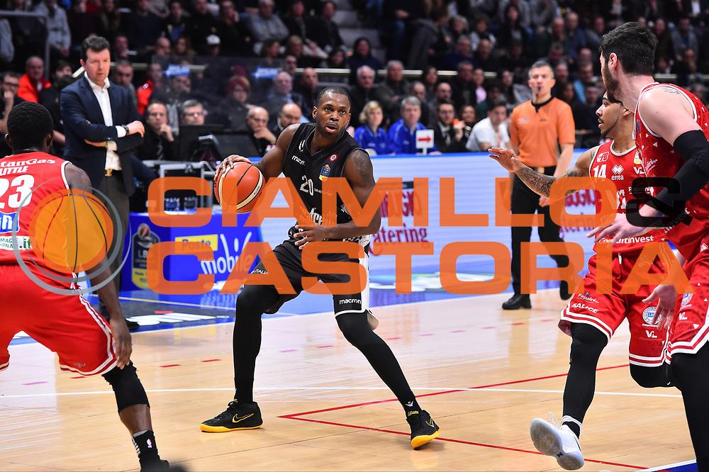 Campionato Italiano Basket 2017/18<br /> 18&deg; Giornata Ritorno  <br /> Bologna 03/02/2018   <br /> Segafredo Virtus Bologna - VL Pesaro 85-67<br /> Nella foto Lafayette Oliver<br /> Foto GiulioCiamillo/Ciamillo-Castoria