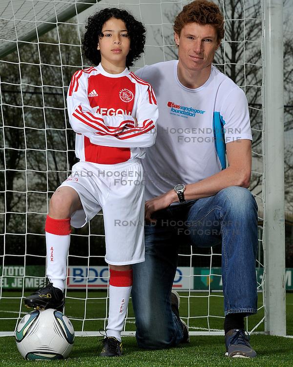 14-04-2011 ALGEMEEN: PORTRET BAS EN RAYAN: AMSTERDAM<br />Bas van de Goor en Rayan el Azrak (Ajax D2)<br />&copy; Ronald Hoogendoorn Photography