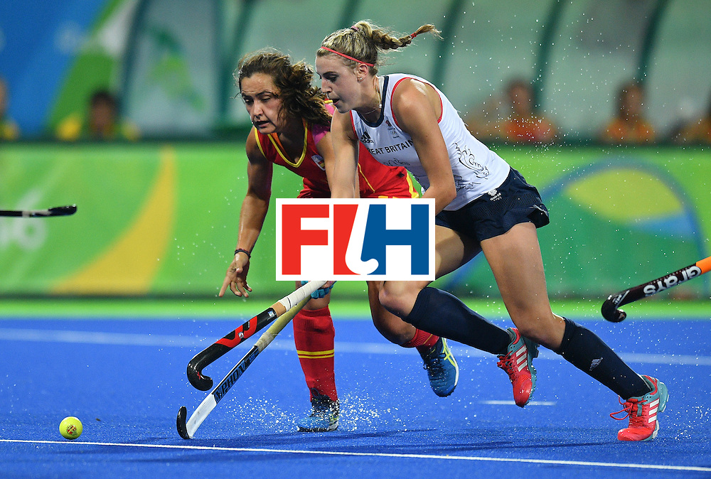 Spain's Lola Riera (L) vies with Britain's Lily Owsley during the women's quarterfinal field hockey Britain vs Spain match of the Rio 2016 Olympics Games at the Olympic Hockey Centre in Rio de Janeiro on August 15, 2016. / AFP / Carl DE SOUZA        (Photo credit should read CARL DE SOUZA/AFP/Getty Images)