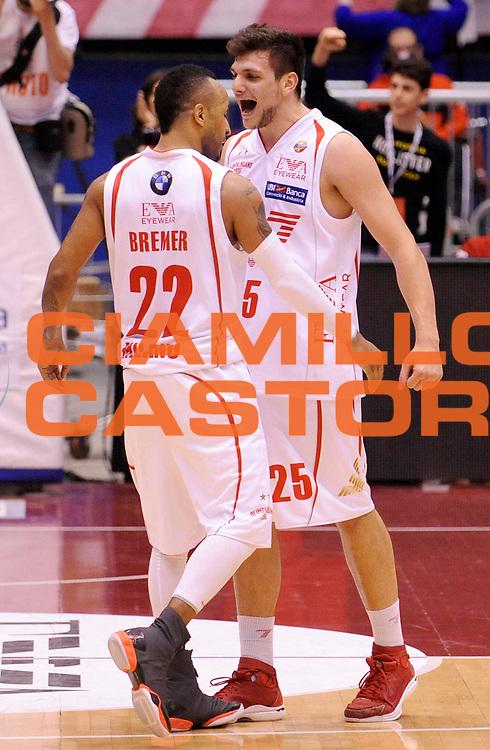 DESCRIZIONE : Milano Lega A 2012-13 Play Off Quarti di Finale Gara2 EA7 Olimpia Armani Milano Montepaschi Siena<br /> GIOCATORE : Ernest Jr Bremer e Alessandro Gentile<br /> SQUADRA : EA7 Olimpia Armani Milano <br /> EVENTO : Campionato Lega A 2012-2013 Play Off Quarti di Finale Gara2<br /> GARA :  EA7 Olimpia Armani Milano Montepaschi Siena<br /> DATA : 12/05/2013<br /> CATEGORIA : Esultanza<br /> SPORT : Pallacanestro<br /> AUTORE : Agenzia Ciamillo-Castoria/A.Giberti<br /> Galleria : Lega Basket A 2012-2013<br /> Fotonotizia : Milano Lega A 2012-13 EA7 Olimpia Armani Milano Montepaschi Siena<br /> Predefinita :