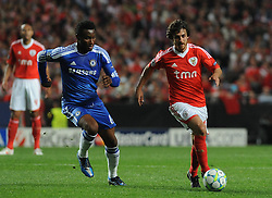 27.03.2012, Estadio da Luz, Lissabon, POR, UEFA CL, Viertelfinal-Hinspiel, Benfica Lissabon (POR) vs FC Chelsea (ENG), im Bild Benfica's Pablo Aimar, from Argentine, right, fights for the ball with Chelsea's John Obi Mikel, from Nigeria // during the UEFA Champions League Quarter-final first leg Match between Benfica Lissabon (POR) and FC Chelsea (ENG) at Estadio da Luz, Lisbon, Portugal on 2012/03/27. EXPA Pictures © 2012, PhotoCredit: EXPA/ Newspix/ Cityfiles..***** ATTENTION - for AUT, SLO, CRO, SRB, SUI and SWE only *****