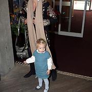 NLD/Amsterdam/20081004 - Première het Grote Terra POP concert, Laurentien met dochter Leonore