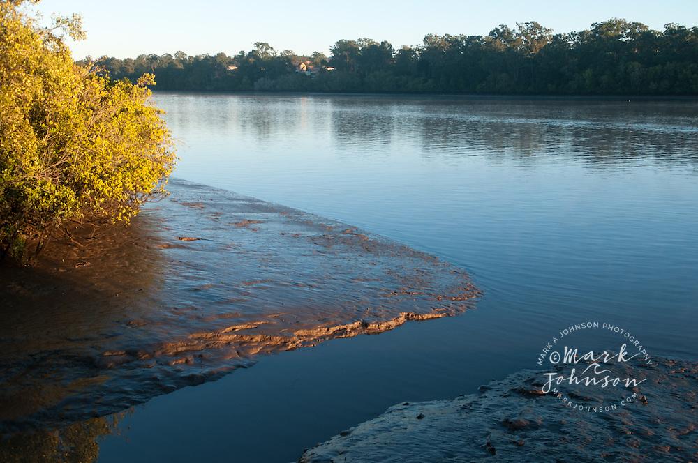 Low tide on the Brisbane River, Brisbane, Queensland, Australia