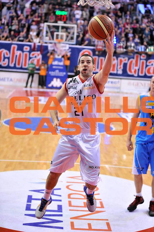 DESCRIZIONE : Biella Lega A 2012-13 Angelico Biella Vanoli Cremona<br /> GIOCATORE : Taylor Rochestie<br /> CATEGORIA : Penetrazione Tiro<br /> SQUADRA : Angelico Biella <br /> EVENTO : Campionato Lega A 2012-2013 <br /> GARA : Angelico Biella Vanoli Cremona<br /> DATA : 13/01/2013<br /> SPORT : Pallacanestro <br /> AUTORE : Agenzia Ciamillo-Castoria/S.Ceretti<br /> Galleria : Lega Basket A 2012-2013  <br /> Fotonotizia : Biella Lega A 2012-13 Angelico Biella Vanoli Cremona<br /> Predefinita :