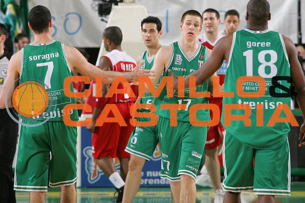 DESCRIZIONE : Treviso Lega A1 2006-07 Benetton Treviso Bipop Carire Reggio Emilia <br /> GIOCATORE : Nelson <br /> SQUADRA : Benetton Treviso <br /> EVENTO : Campionato Lega A1 2006-2007 <br /> GARA : Benetton Treviso Bipop Carire Reggio Emilia <br /> DATA : 29/04/2007 <br /> CATEGORIA : Esultanza <br /> SPORT : Pallacanestro <br /> AUTORE : Agenzia Ciamillo-Castoria/S.Silvestri