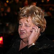 NLD/Amsterdam/20080201 - Verjaardagsfeest Koninging Beatrix en prinses Margriet, Erica terpstra bellend met haar chauffeur