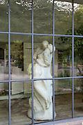 Skulptur im Henry-van-de-Velde-Bau, Bauhaus Universität, Weimar, Thüringen, Deutschland | sculpture in Henry van de Velde Building, Bauhaus University, Weimar, Thuringia, Germany