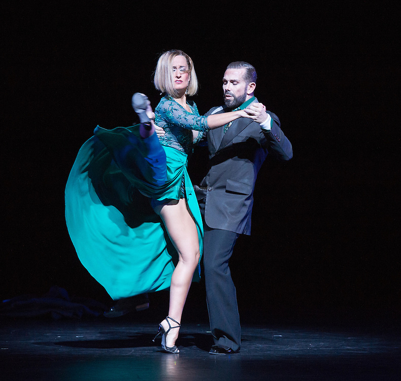 Buenos Aires aqui y ahora performed by Julia Hiriart Urruty and Claudio Gonzalez- Sadler's Wells, London, 2nd Feb 2017.