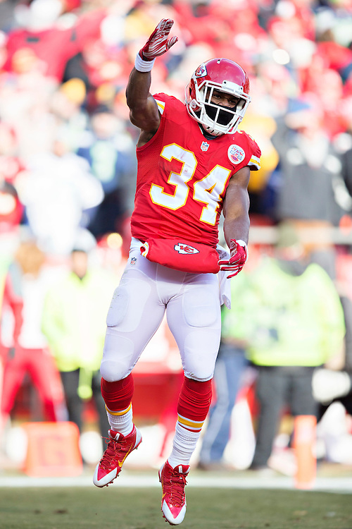 KANSAS CITY, MO - NOVEMBER 16:  Knile Davis #34 of the Kansas City Chiefs celebrates after scoring a touchdown against the Seattle Seahawks at Arrowhead Stadium on November 16, 2014 in Kansas City, Missouri.  The Chiefs defeated the Seahawks 24-20.  (Photo by Wesley Hitt/Getty Images) *** Local Caption *** Knile Davis