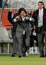 22.06.2010, Peter Mokaba Stadium, Polokwane, RSA, FIFA WM 2010, Greece (GRE) vs Argentina (ARG), im Bild L'allenatore Diego Armando Maradona (Argentina) .. EXPA Pictures © 2010, PhotoCredit: EXPA/ InsideFoto/ Giorgio Perottino +++ for AUT and SLO only +++ / SPORTIDA PHOTO AGENCY
