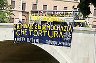 Roma, 26 Giugno 2013<br /> Giornata internazionale per le vittime di tortura<br /> Striscioni contro la tortura e per l' amnistia su alcuni ponti di Roma.<br /> Rome, June 26, 2013<br /> International Day for the victims of torture<br /> Banners against Torture and for amnesty in certain bridges in Rome