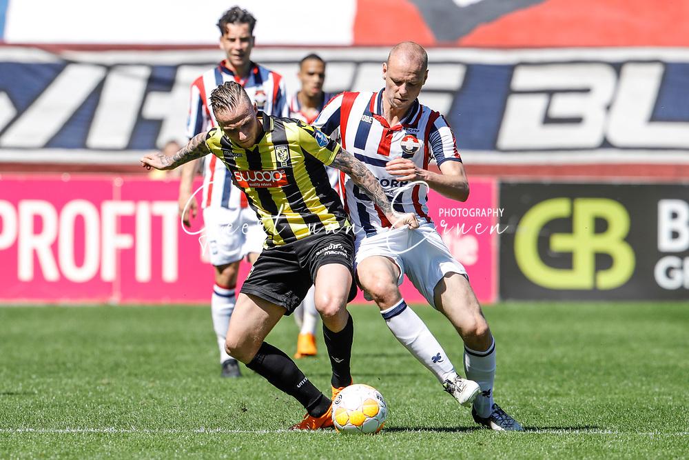 *Alexander Buttner* of Vitesse, *Elmo Lieftink* of Willem II