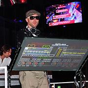 NLD/Amsterdam/20110124 - Uitreiking Beeld en Geluid awards 2010, DJ met doorzichtige draaitafel