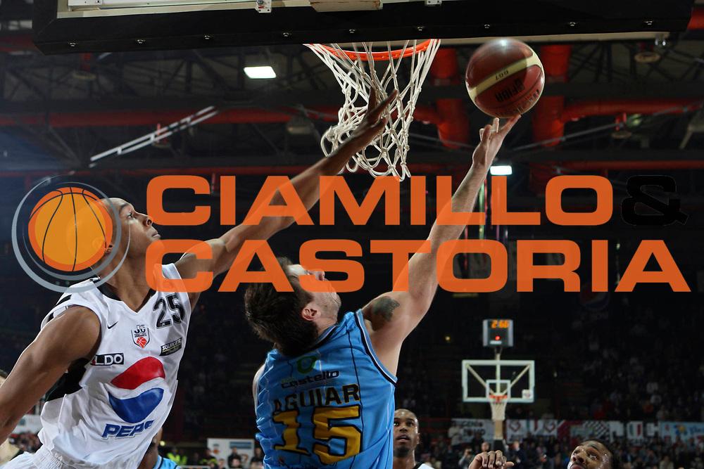 DESCRIZIONE : Caserta Lega A 2009-10 Pepsi Caserta Vanoli Cremona<br /> GIOCATORE : Mauricio Aguiar<br /> SQUADRA : Vanoli Cremona<br /> EVENTO : Campionato Lega A 2009-2010 <br /> GARA : Pepsi Caserta Vanoli Cremona<br /> DATA : 22/11/2009<br /> CATEGORIA : tiro<br /> SPORT : Pallacanestro <br /> AUTORE : Agenzia Ciamillo-Castoria/A.De Lise<br /> Galleria : Lega Basket A 2009-2010 <br /> Fotonotizia : Caserta Campionato Italiano Lega A 2009-2010 Pepsi Caserta Vanoli Cremona<br /> Predefinita :