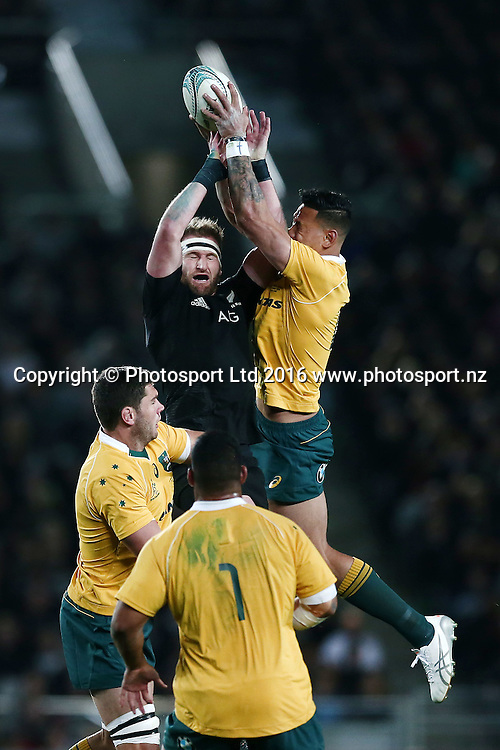 Kieran Read of New Zealand competes against Israel Folau of Australia for the high ball. New Zealand All Blacks v Australian Wallabies, Bledisloe Cup, rugby union test match, Eden Park, Auckland, New Zealand. 22 October 2016. © Copyright Image: www.photosport.nz