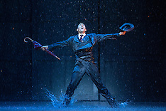 Auckland - Singin` In The Rain opens