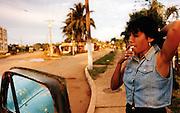 JEUNE CUBAINE PRES DE LA HAVANE..CUBA, 1998..mention obligatoire: photographie Olivia GAY