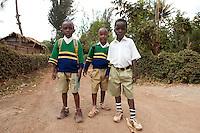 07 OCT 2009, MOSHI/TANZANIA:<br /> Jungs in Schuluniform auf der Strasse eines Dorfes, ONE Informationsreise nach Tansania, Moshi / Kilimandscharo<br /> IMAGE: 20091007-01-123<br /> KEYWORDS: Reise, Trip, Afrika, Africa, Kind, Kinder