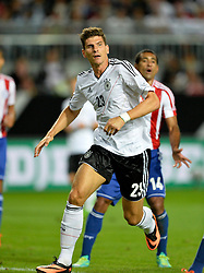 14.08.2013, Fritz Walter Stadion, Kaiserslautern, GER, Testspiel, Deutschland vs Paraguay, im Bild Mario Gomez (GER) erwartet Eckball hoch Hochformat // during the international friendly match between Germany and Paraguay at Fritz Walter Stadium, Kaiserslautern, Germany on 2013/08/14. EXPA Pictures &copy; 2013, PhotoCredit: EXPA/ Eibner/ Michael Weber<br /> <br /> ***** ATTENTION - OUT OF GER *****