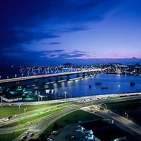 Pontes Pedro Ivo Campos e Colombo Salles que ligam o continente a Ilha de Santa Catarina, Florianopolis, Santa Catarina, Brasil, foto de Ze Paiva/Vista Imagens