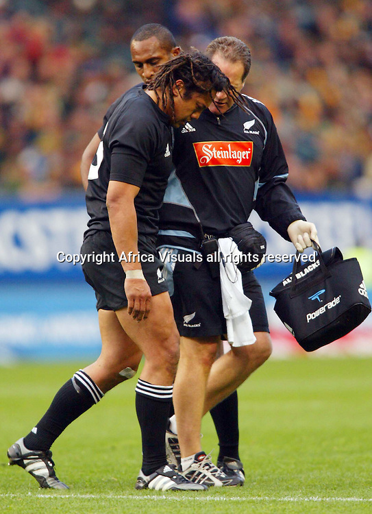 06/08/2005 Tri-Nations South africa vs New Zealand at Newlands Cape Town - Springboks won 22-16 - Tna Umaga leaves the field